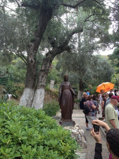 Statute of the Virgin Mary